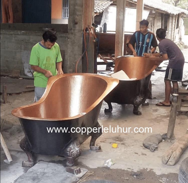 Pengrajin Tembaga, sumber : Copper Leluhur