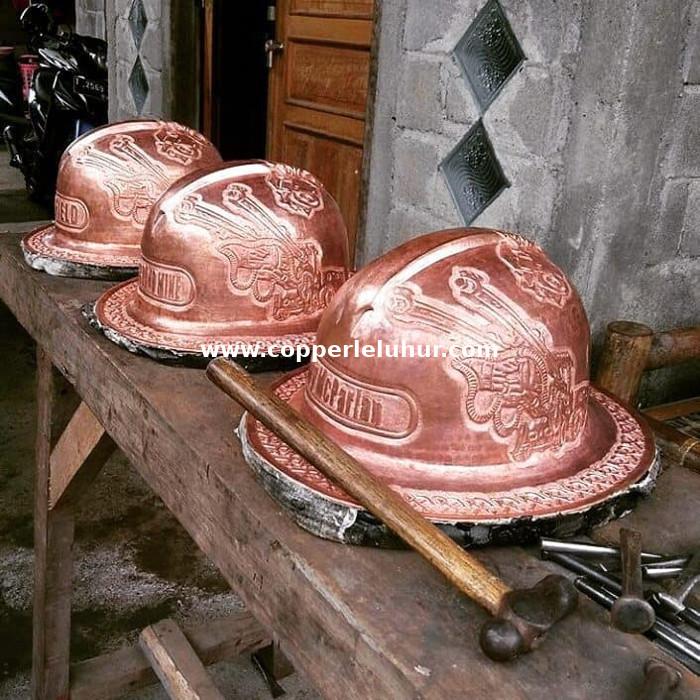 Kerajinan Helm Tembaga, sumber : Copper Leluhur