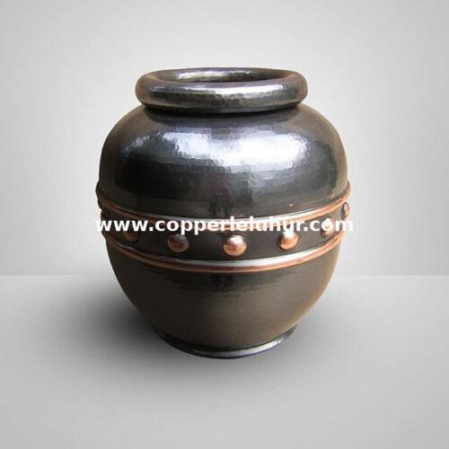 Vas bunga dari logam tembaga khas tumang
