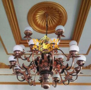 Pengrajin Lampu Robyong Tembaga